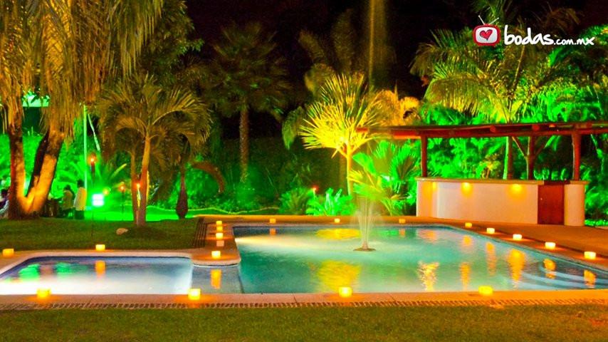 Jard n fuentes 22 jard n fuentes 22 video for Boda en un jardin de noche