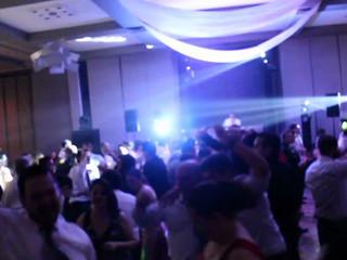 Fiestón en boda de noche
