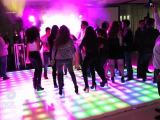 Pista iluminada, iluminación y DJ de Lomejor